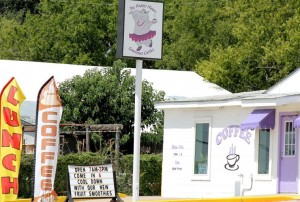 Banners waving outside Happy Hippo attract customers, but the advertising effort violates current city ordinance. (Courtesy photo by Tye Chandler, Glen Rose Reporter)