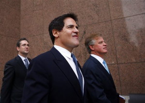 Dallas Mavericks owner Mark Cuban walks into the Earle Cabell Federal Courthouse for closing arguments with his lawyers, Tuesday, Oct. 15, 2013 in Dallas. The Securities and Exchange Commission is suing Cuban, saying he sold his shares in search engine company Mamma.com after learning privately about a stock offering that would lower the value of the shares. The SEC says Cuban avoided $750,000 in losses. Cuban disputes the SEC's claim that he agreed to keep information about the 2004 stock offering confidential. He also says other investors knew about the offer, and that he did nothing wrong by selling his shares for $7.9 million.  (AP Photo/The Dallas Morning News, Tom Fox)