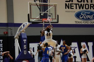 Clemons monster slam over a Ram defender